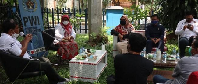 Silaturahmi Sekda Kota Bogor Syarifah Sofiah ke Sekretariat PWI Kota Bogor, Rabu 4/11/2020 (dok. Prokompim)