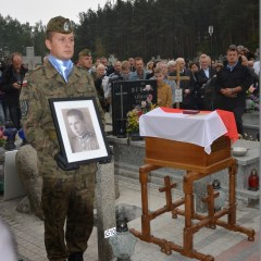 Kpr. Pil. Stanisław Zarzecki – bohater walk powietrznych nad Wołominem spoczął obok towarzyszy broni…