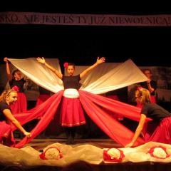 Wspólnym Śpiewem i toastem za Ojczyznę społeczeństwo Miasta Cudu nad Wisłą uczciło 99. rocznicę Odzyskania Niepodległości