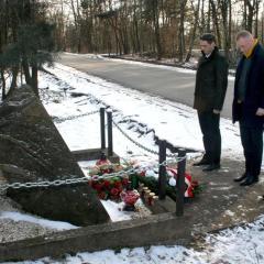 Władze Dąbrówki uczciły Narodowy Dzień Pamięci Żołnierzy Wyklętych