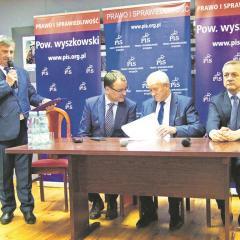 Minister Krzysztof Tchórzewski, minister Marek Zagórski i poseł Arkadiusz Czartoryski rozmawiali z mieszkańcami Wyszkowa