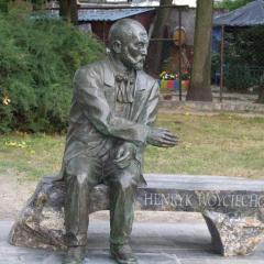 Uroczyste odsłonięcie Ławki Henryka Woyciechowskiego w Wołominie