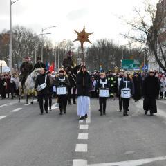 Liczny i radosny Orszak Trzech Króli przeszedł ulicami Wyszkowa
