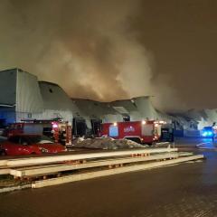 Strażacy z Radzymina, Zielonki, Kobyłki i Wołomina gasili pożar hali na warszawskim Annopolu