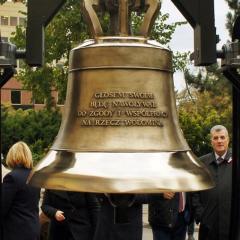 Dzwon 100-lecia Wołomina wraz z przesłaniem dla przyszłych pokoleń