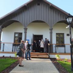 Otwarcie XVIII-wiecznego Domku Ogrodnika w Radzyminie – Wielki sukces i spełnione marzenie burmistrza Krzysztofa Chacińskiego!