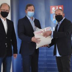 Ponad 1000 przyłbic dla placówek na terenie powiatu wołomińskiego