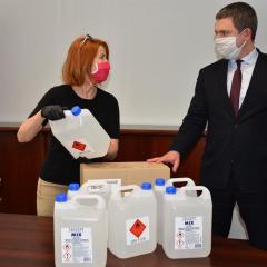 Starostwo Powiatowe po raz kolejny pozyskało od Wojewody Mazowieckiego płyn do dezynfekcji