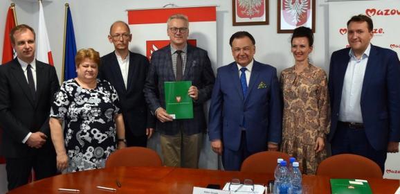Podpisano umowy dotacyjne na modernizację dróg dojazdowych do gruntów rolnych w powiecie wołomińskim