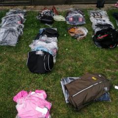2 tys. sztuk podrobionej odzieży o wartości ponad 1,1 mln zł zabezpieczyli funkcjonariusze KAS i Policji