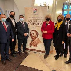 Inauguracja Roku Cypriana Kamila Norwida z udziałem samorządowców z Łochowa i powiatu węgrowskiego
