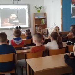 Co miesiąc przedstawienia teatralne on-line w Szkole Podstawowej w Andrzejewie