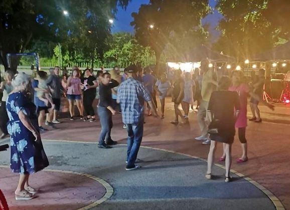 Wieczorki Taneczne połączone z akcją szczepień przeciw Covid-19 – zapraszamy do Parku Miejskiego im. Szuberta!