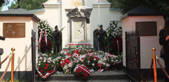 Po wspólnej modlitwie w Ossowie, pośmiertnie uhonorowano ks. prał. Jana Andrzejewskiego