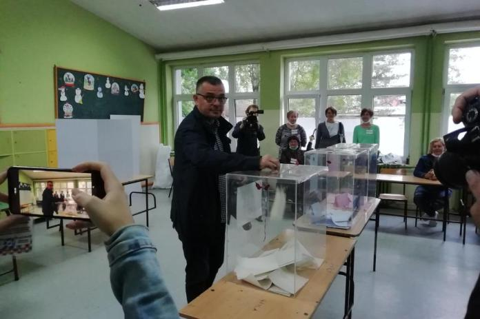 PRVI NA LISTI SNS I PRVI GLASAO: Nedimović obavio svoju građansku dužnost u Sremskoj Mitrovici