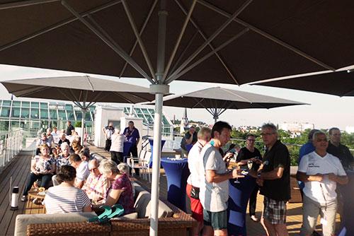 Cocktailparty auf der Dachterrasse