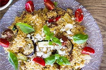 Couscoussalat mit Tomaten