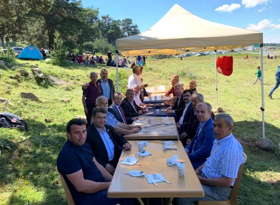 Başkan Dt. Şakir KAYMAK Dumanlı Köyü 1. Dağ Pikniğinde Hemşehrilerimizle Buluştu.