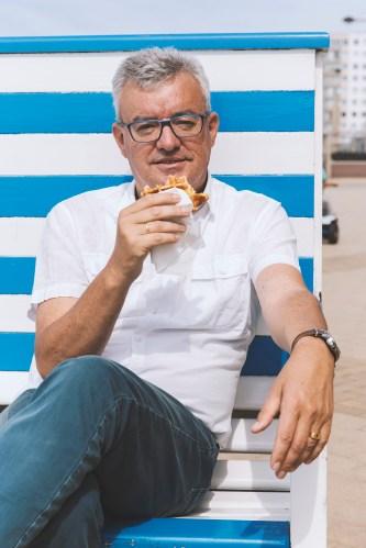 Michel Landuyt - wafels op het strand ©Maxim Declercq