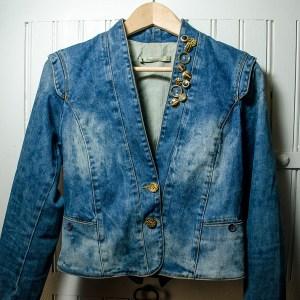 Customisation veste en jean avec boutons | Kustom Couture