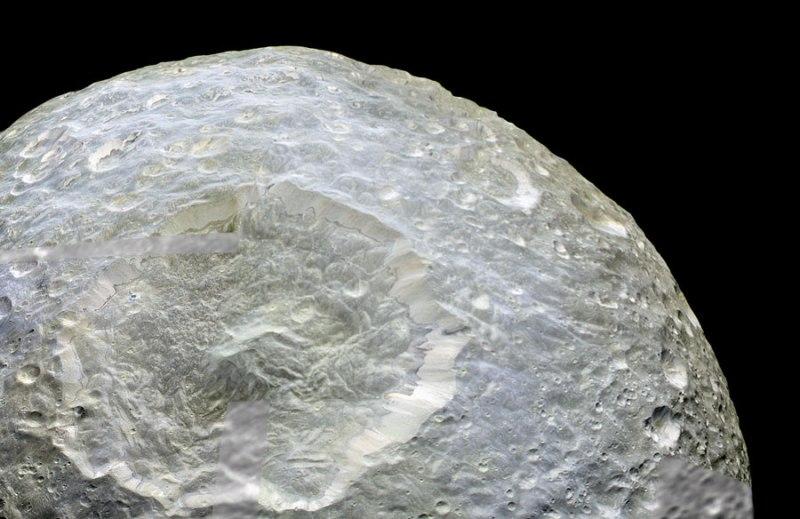 Mimas met de krater Herschel