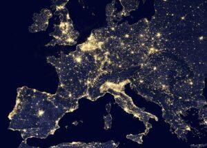 Europa bij nacht. (credit: NASA)