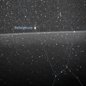 Juno fotorafeert Betelgeuze en de ringen van Jupiter