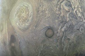 De Grote Rode Vlek gefotografeerd door de Juno