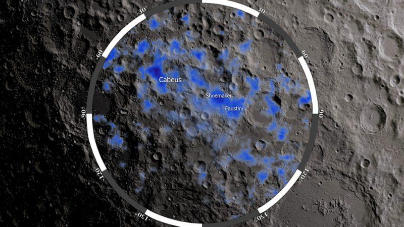 IJs in kraters op de Maan