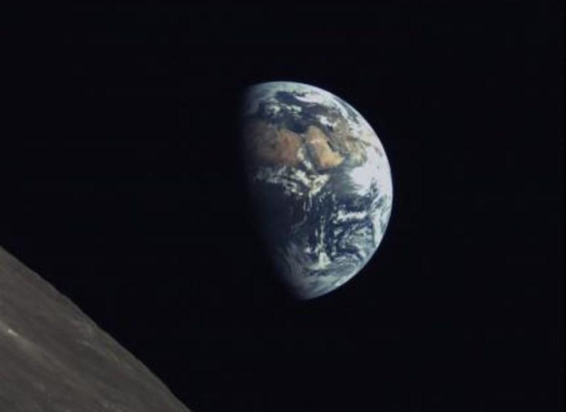 Aarde en de Maan gefotografeerd door de Longjiang 2