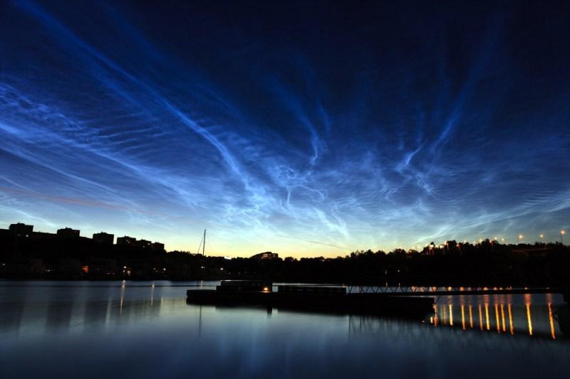 lichtende-nachtwolken-boven-stockholm