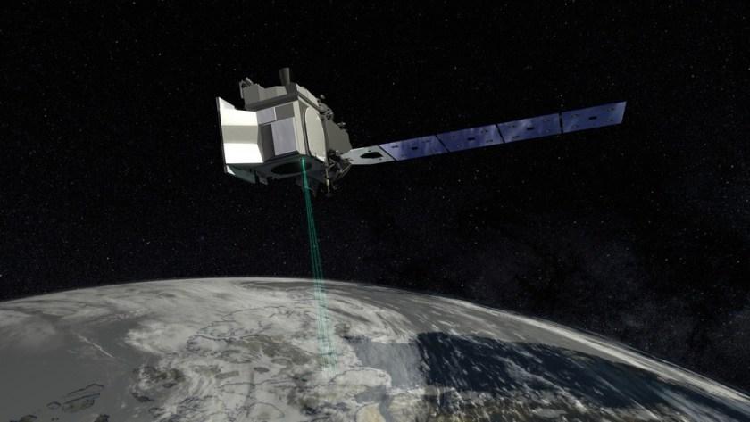 Artist impression van de ICESat-2 in een baan om de Aarde.
