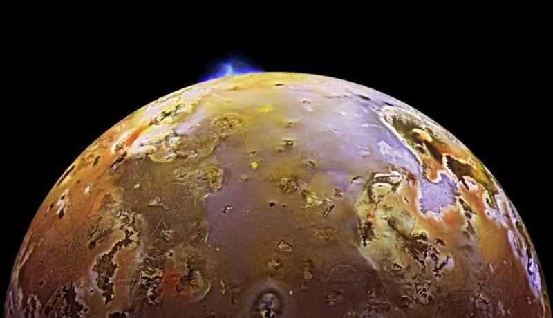 Ruimtesonde Galileo fotografeert actieve vulkanen op Io