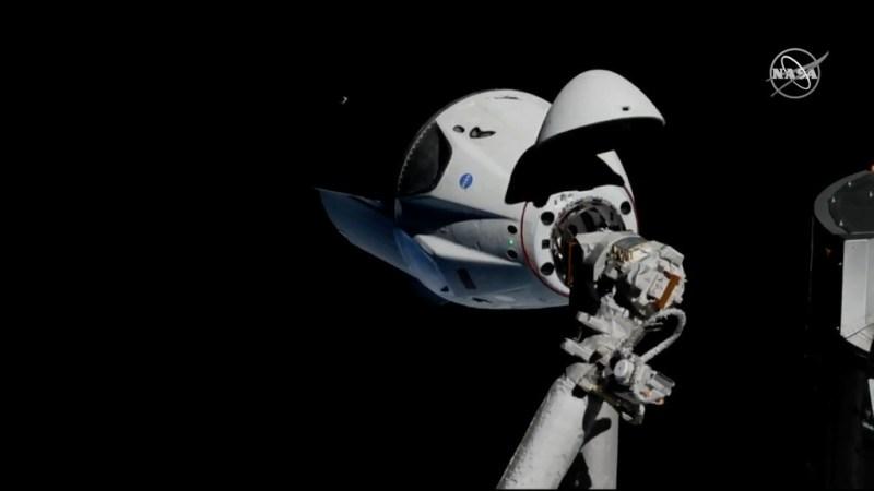 Koppeling van de Crew Dragon aan het ISS