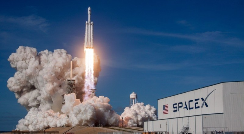 Lancering van een SpaceX Heavy Falcon raket. Credit: SpaceX