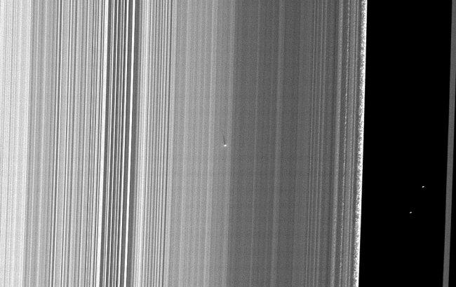 S/2009 S 1 - maan van Saturnus