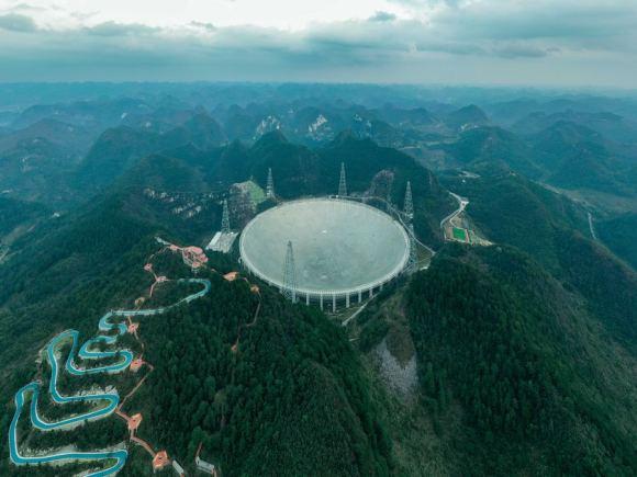 FAST radiotelescoop in de Chinese provincie Guizhou