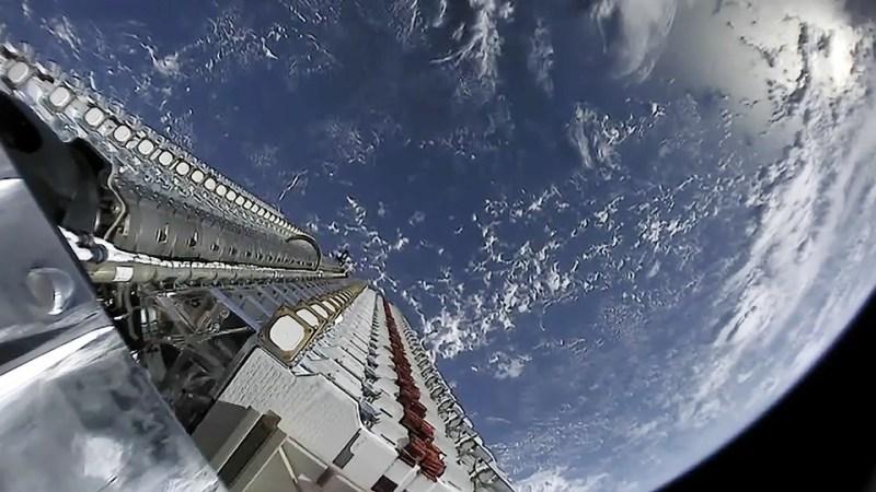 Starlinksatellieten klaar voor uitwerpen in de ruimte