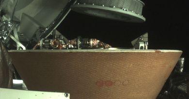 OSIRIS-REx bergt materiaal op