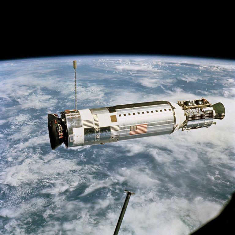 Gemini 12 koppelt met Agena