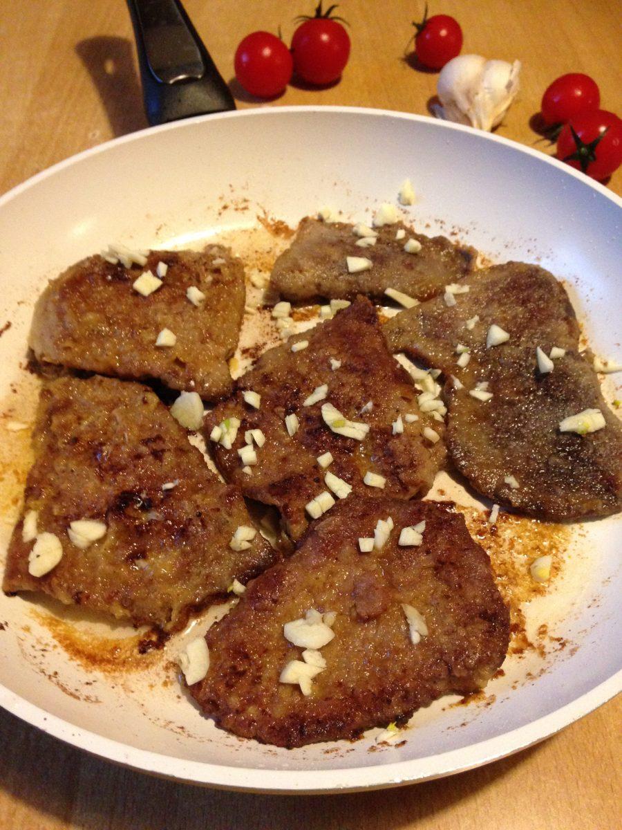 Brz ručak, pečena svinjska džigerica sa belim lukom