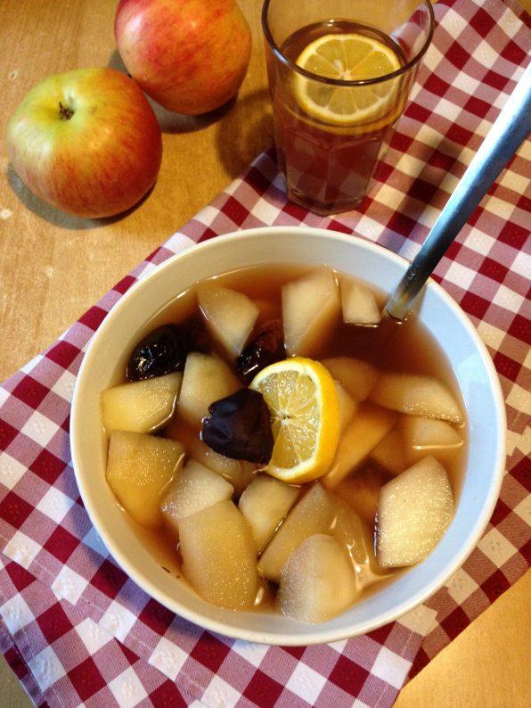 5. Sok od kompota može se poslužiti u čaši kao hladan, ili topli napitak.