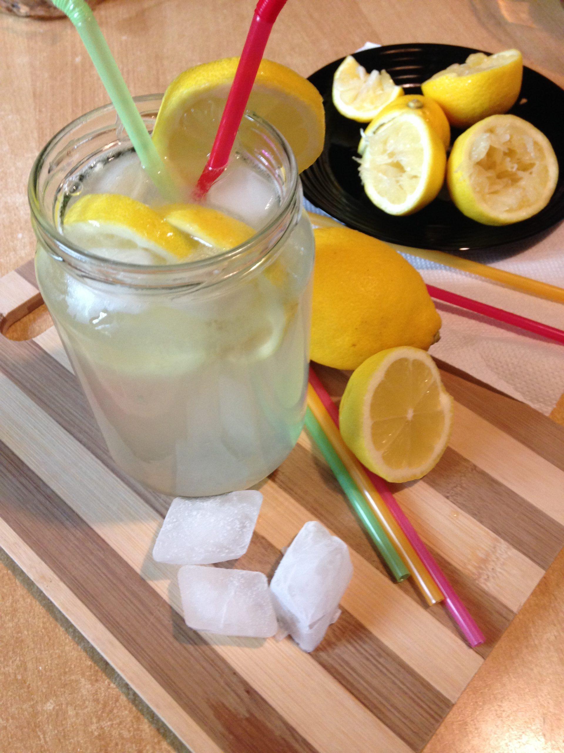 Hladna letnja limunada-savršena i brza