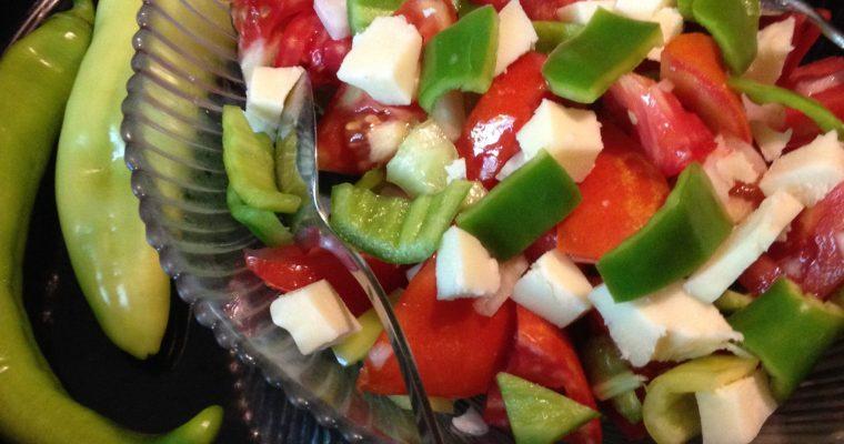 Jednostavna i ukusna salata od paprika i paradajza