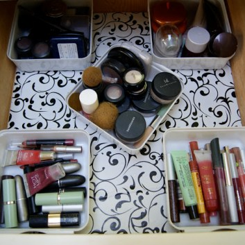 Junk Drawer Organizing Tips & Transformation