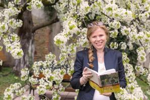 Katharina Trost liest.