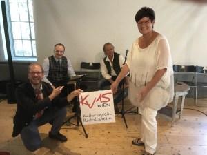 Leider war es uns diesmal nicht beschert, beim Konzert mit Christian Höller (Akkordeon), Charlotte Ludwig und Harry Kucera (Gitarre, Kontragitarre) mitzusingen (Foto: zVg).