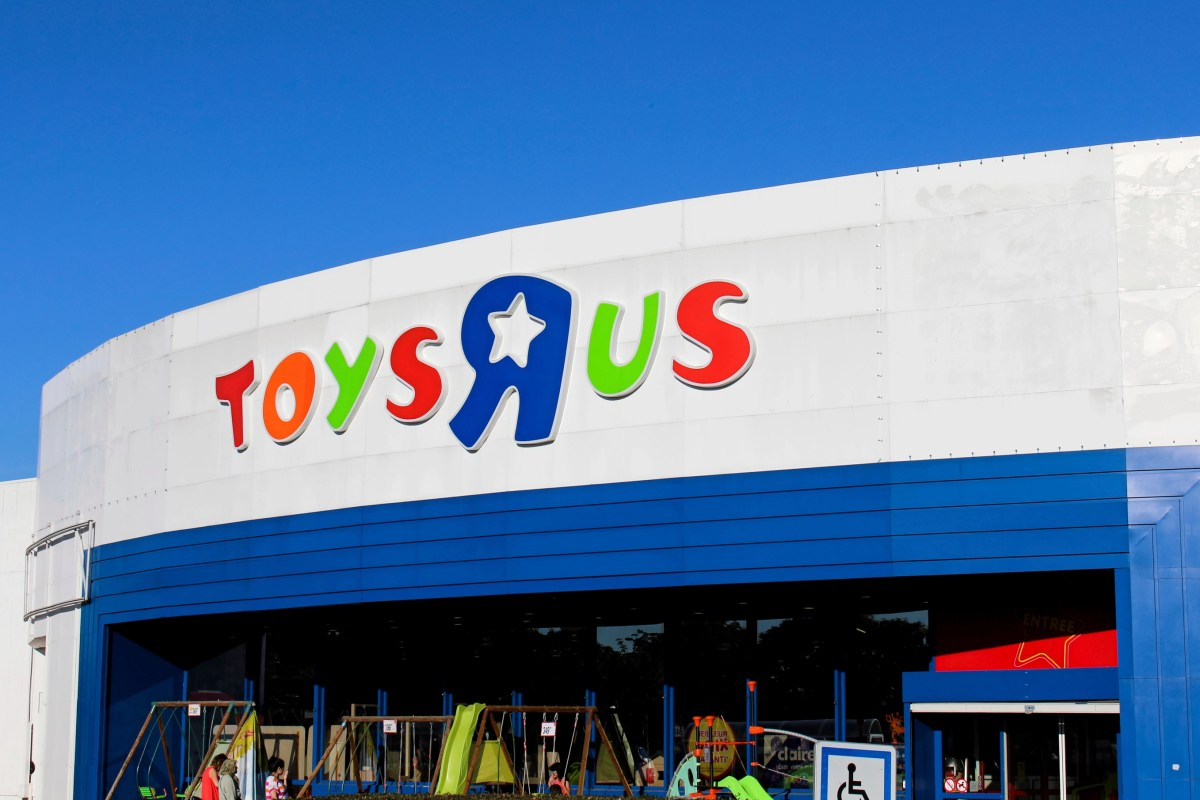 """Chennevieres sur Marne - France, July 18, 2016: This is the photograph of the front of a Toys """"R"""" Us."""