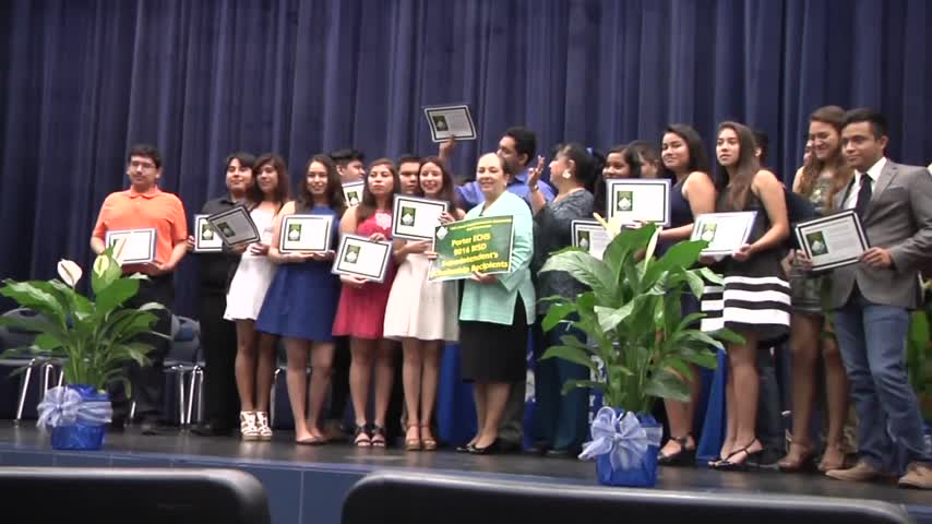 College Scholarships Awarded to Valley Students_20160603143405