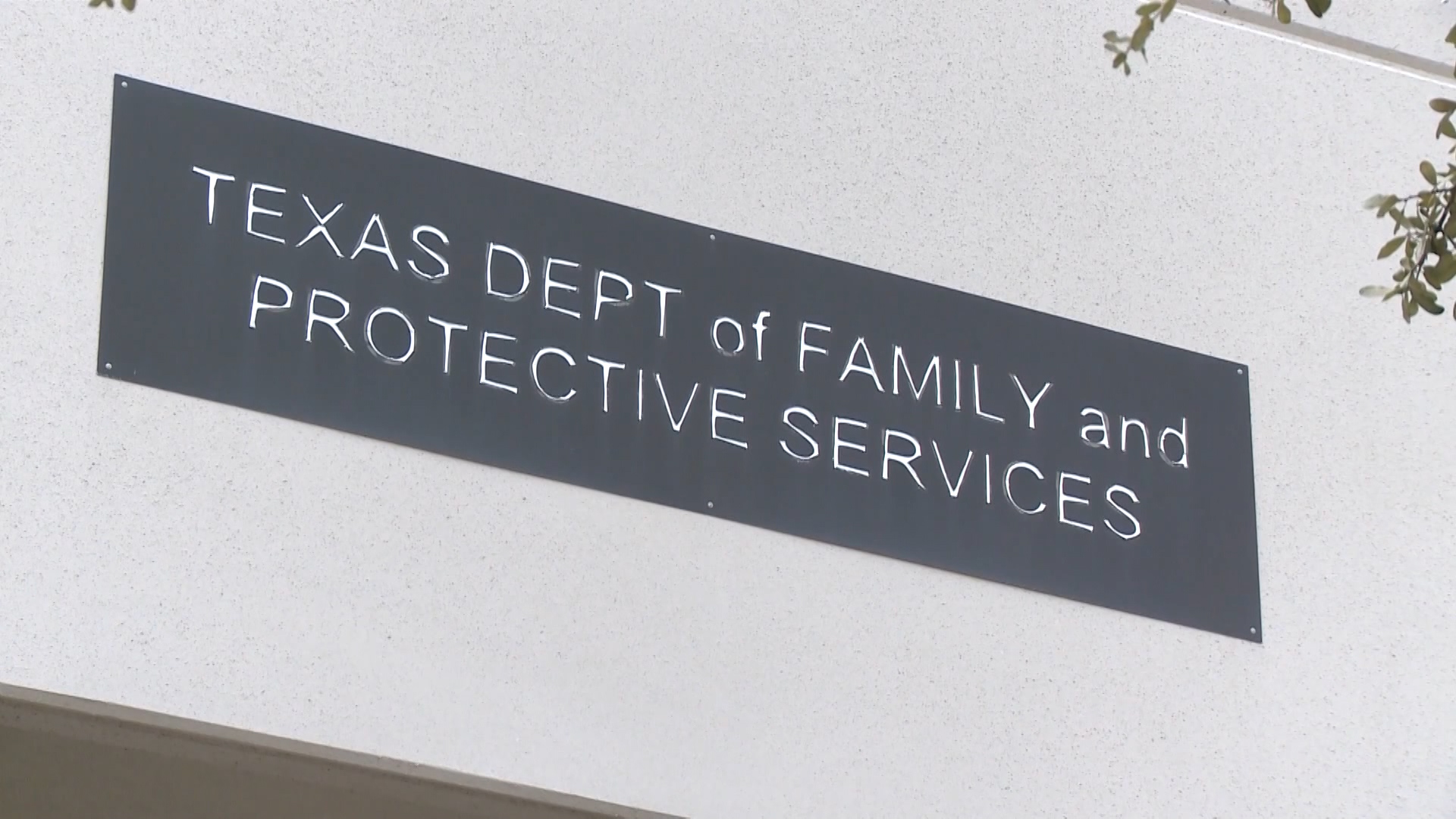 Lawmakers Take Up Bill to Outsource CPS to Non-profits